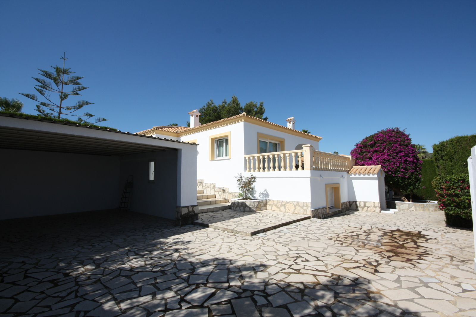 Very well maintained 5 bedroom villa in Marquesa VI with private pool.